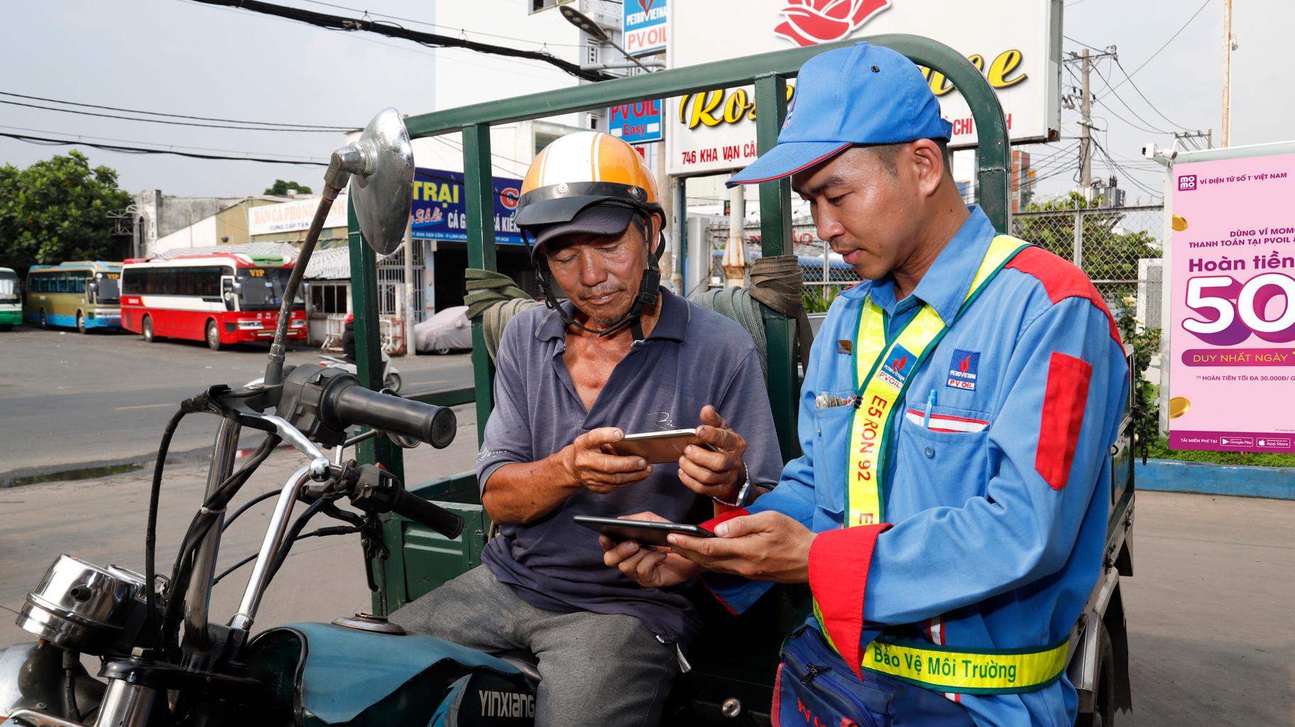 PVOIL và Ví MoMo hợp tác cho người dân mua xăng bằng ví điện tử 1