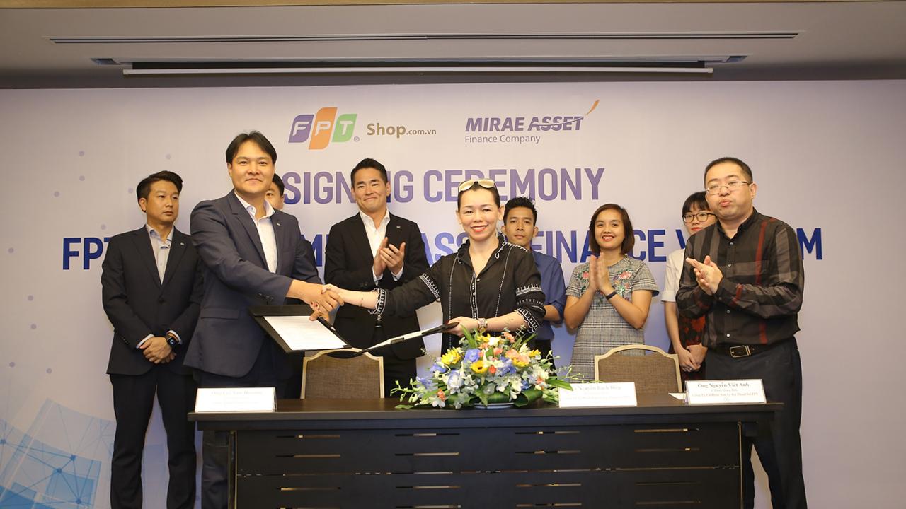 FPT hợp tác Mirae Asset Finance Vietnam cho khách mua smartphone Samsung vay trả góp % 1