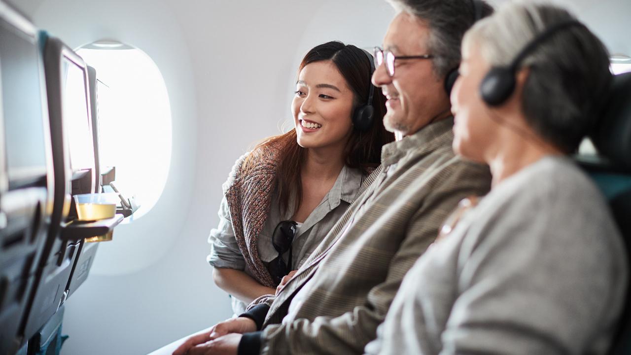 Hệ thống giải trí trên chuyến bay Cathay Pacific phong phú hơn gấp bốn lần 1