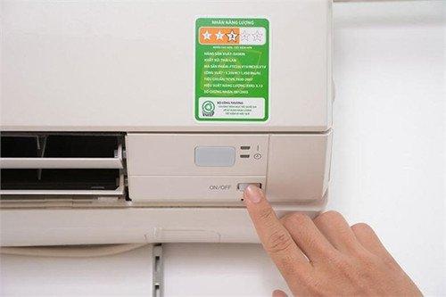 4 cách bật máy lạnh không cần điều khiển 1