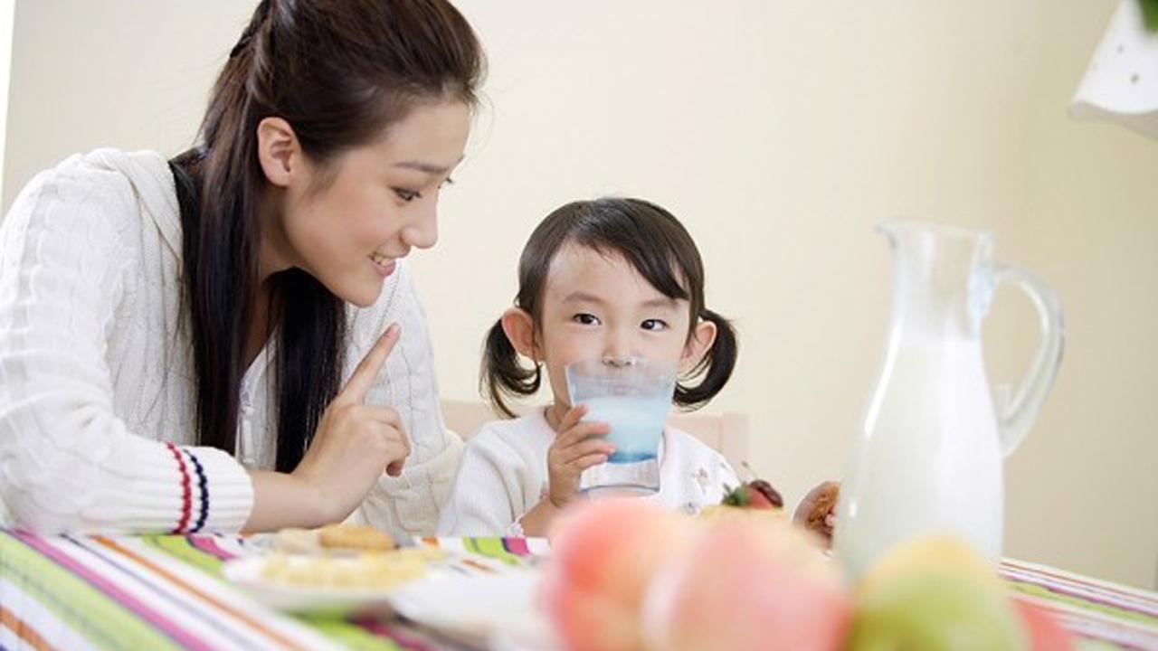 Bé 1 tuổi uống sữa tươi nào tốt? 2