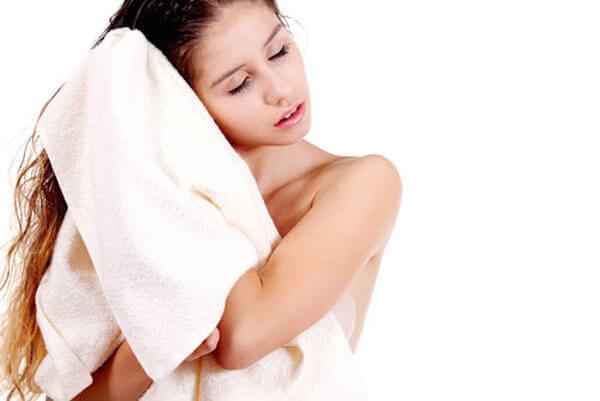 Mẹo giúp tóc nhanh khô trong mùa mưa 2