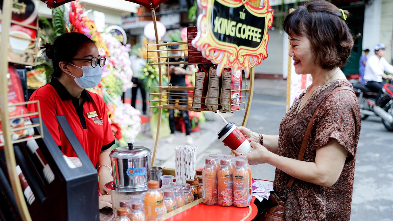 King Coffee khai trương quán cà phê tại Hà Nội 3