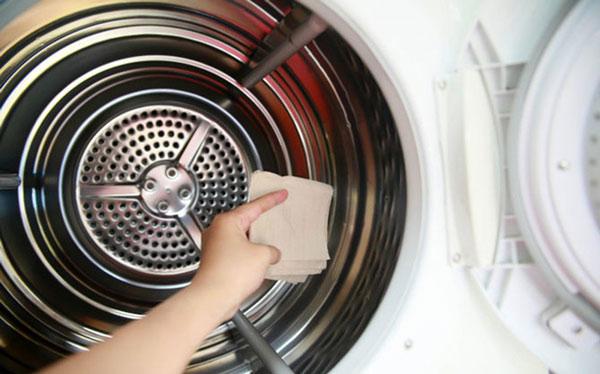 Vệ sinh máy giặt đúng cách bằng bột vệ sinh 1
