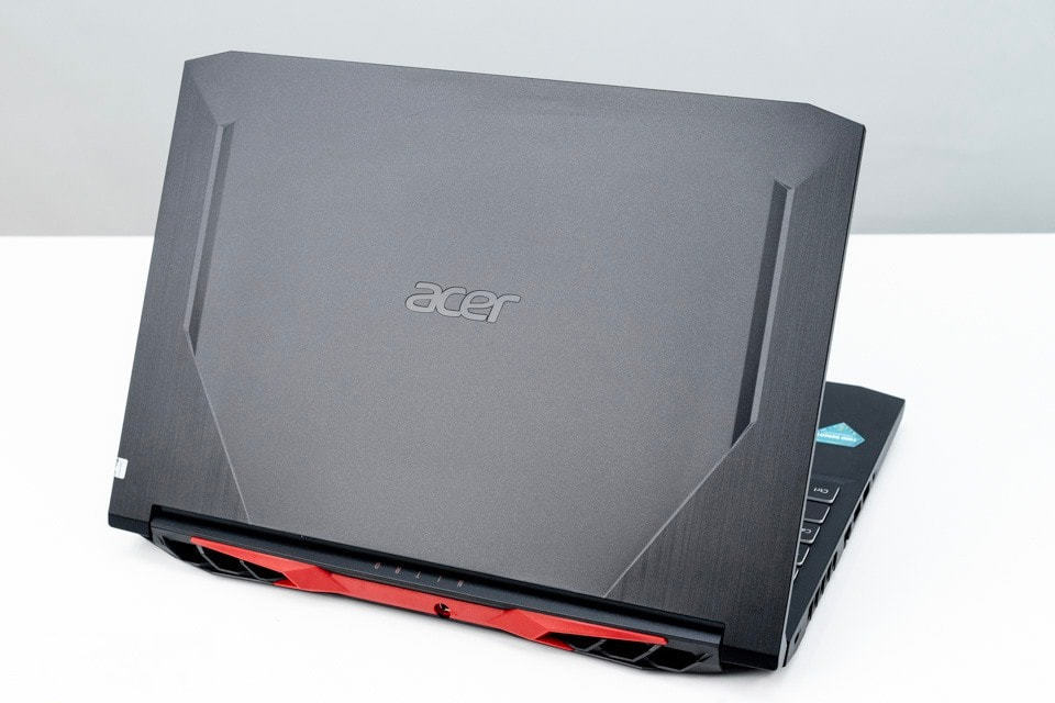 Điểm danh loạt laptop giảm giá trước Tết 2021 5