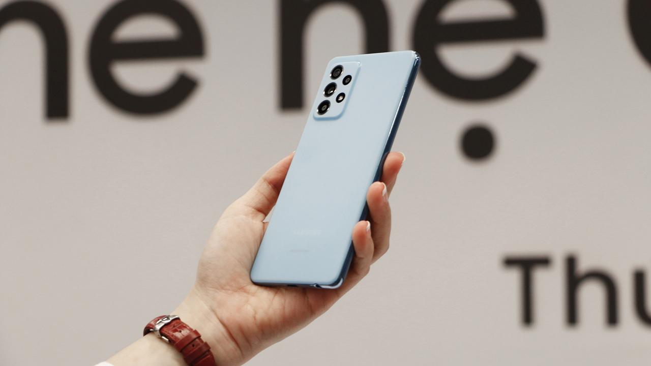 FPT Shop giảm 700.000 đồng cho khách đặt mua Galaxy A72 5