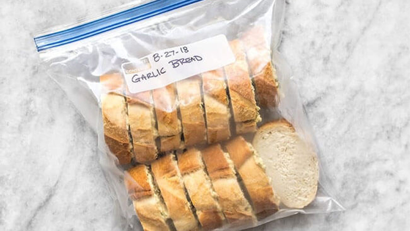 Mẹo làm nóng bánh mì cũ ngon giòn miễn chê 6