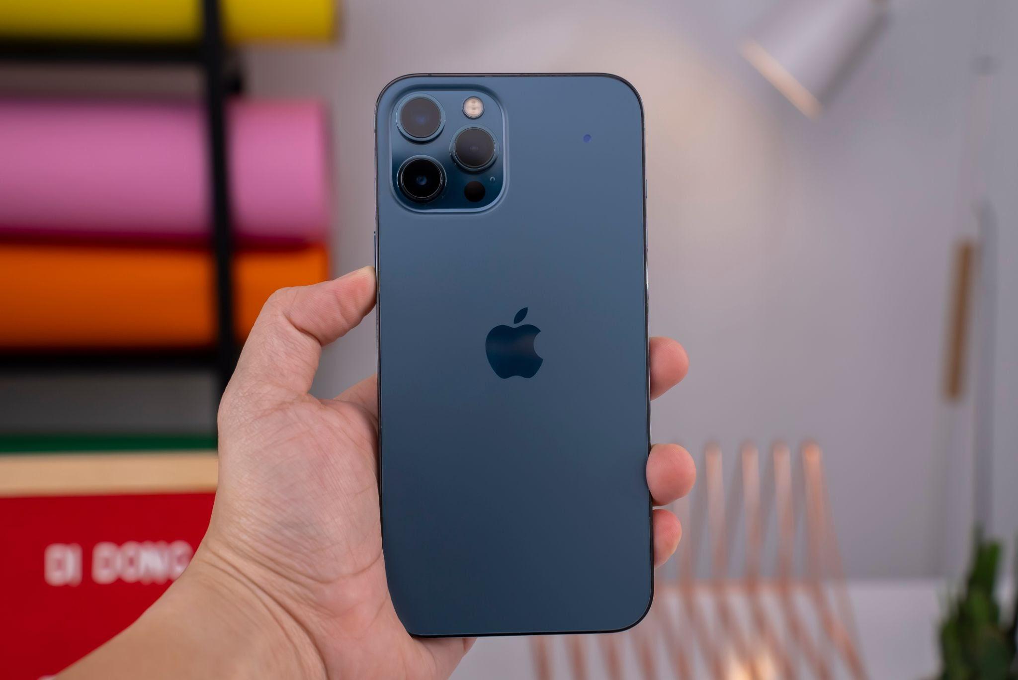 iPhone 13 chuẩn bị lên kệ, iPhone 12 giảm sốc gần 7 triệu 8